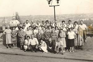Členové zemědělského družstva Špičky na zájezdu do Prahy v roce 1965.
