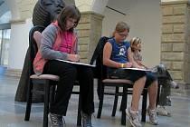 Dětské kresby zámecké dvorany a hranického kostela se objeví v knize, kterou vydají dvě ministerstva pod názvem Města a obce očima dětí.