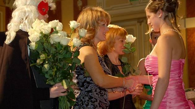 Stužkovací ples Gymnázia Jana Blahoslava v Přerově v roce 2009.
