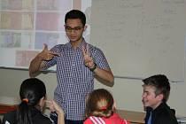 Žáci ZŠ a MŠ Struhlovsko měli možnost se dozvědět o dalekých zemích díky projektu Edison. Jejich školu navštívilo šest student z Kanady, Brazílie, Chile, Taiwanu, Indonésie a Chorvatska.