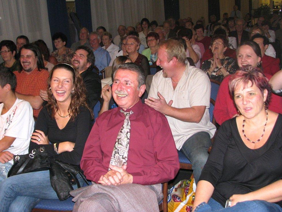 Publikum o zábavu nemělo nouzi.