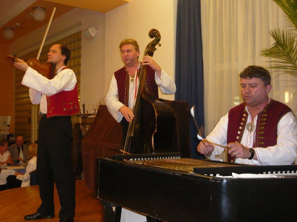O hudební doprovod se postarala valašskomeziříčská kapela Polajka.