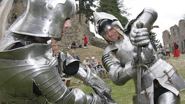 Pro návštěvníky hradů bývá přes prázdniny připraven bohatý program.