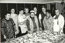 Český svaz žen Drahotuše pořádal kurz studené kuchyně roku 1984. Zleva: M. Žůrová, M. Koblihová, M. Hallová, J. Trefilová, M. Poppová, E.Čechová,  R. Střílková,  E. Uřinovská,  M. Bartošová.