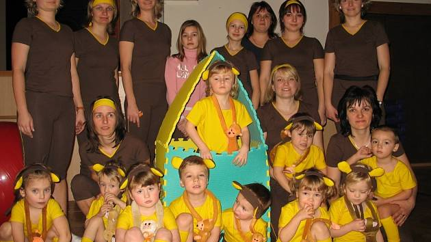 Opičí kapela z Tovačova ohromila nejdříve porotu v Oseku nad Bečvou i krajskou v Šumperku. Děti se teď s maminkami chystají na celostátní kolo, které proběhne v Olomouci.