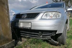 Se zraněním skončila v hranické nemocnici pětačtyřicetiletá řidička vozu Volkswagen, která nezvládla v pátek dopoledne jízdu na silnici mezi Lipníkem nad Bečvou a Hlinskem.