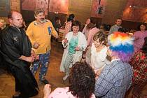 Na pyžamovém bále v Klokočí bylo v sobotu veselo.