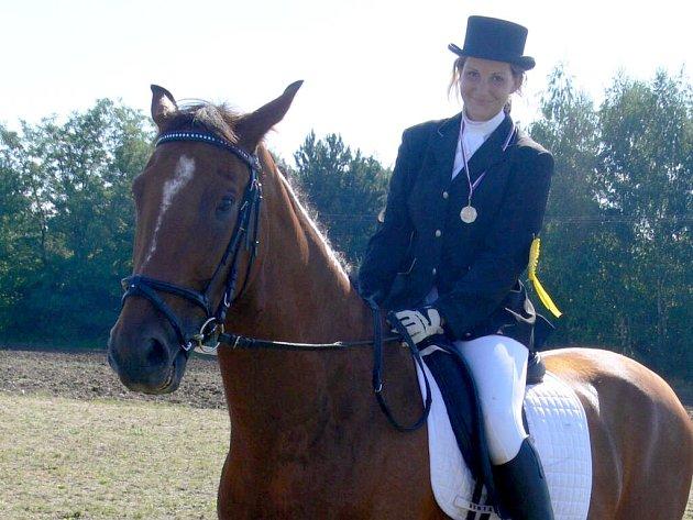 Při drezuře jde hlavně o souhru koně a jezdce.