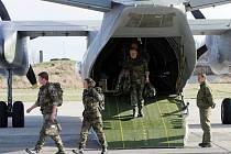 Návrat poslední skupiny  příslušníku hranického praporu české armády z mise v Kosovu.