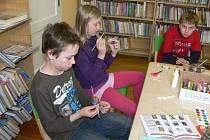 Děti v hranické knihovně malovaly velikonoční vajíčka