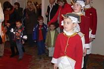 Návštěvníci noční prohlídky přerovského zámku se setkali s historickými postavami.