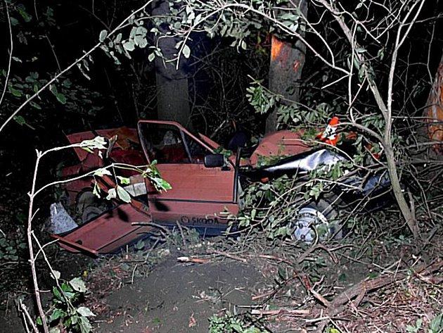 """Je to téměř neuvěřitelné, ale řidič tohoto vraku havárii přežil- """"pouze"""" si těžce poranil nohu"""