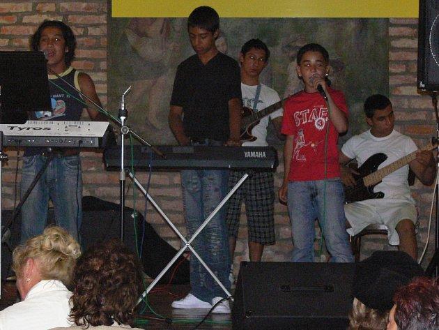 Mezi soutěžícími byla i hranická kapela Street Boys se zpěvákem Mário Sivákem.