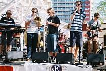 Kapela Modrá opice a taneční skupina Oldies vystoupily na kulturním festivalu Sommerfest v holandském Leidschendam-Voorburgu.