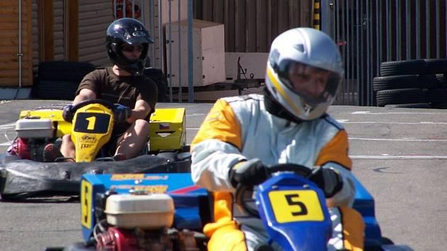 Necelé dvě desítky amatérských závodníků si přijelo změřit své síly do areálu Strojtos Lipník.