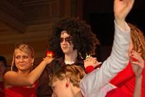Velkou taneční party připomínal stužkovací ples studentů posledního ročníku Gymnázia Jana Blahoslava v Přerově, který se konal v pátek večer v Městském domě v Přerově.