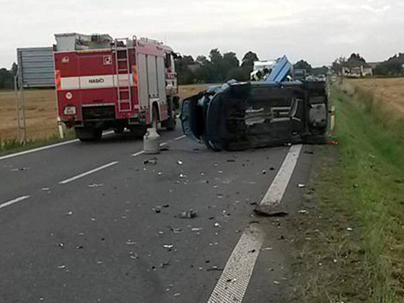 Vážná srážka tří aut u Černotína