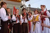 V pátek se na přerovském náměstí představil dětský folklorní soubor Prosének.