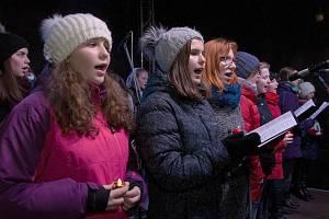 Česko zpívá koledy na Masarykově náměstí v Hranicích