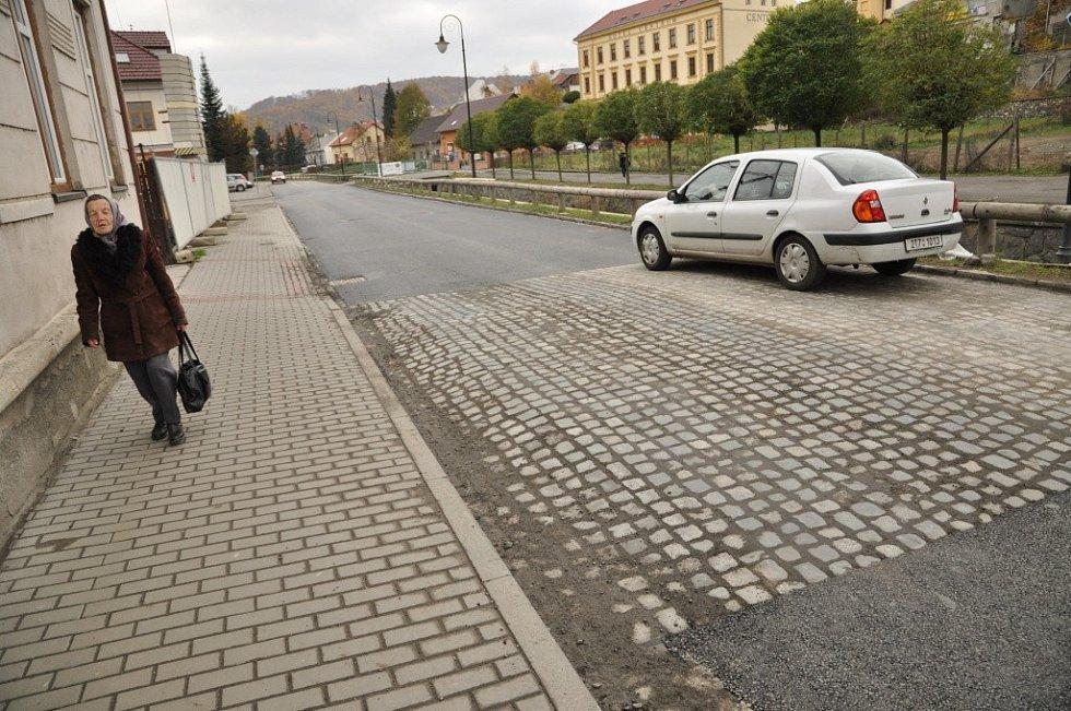 Nová vozovka v Komenského ulici v Hranicích