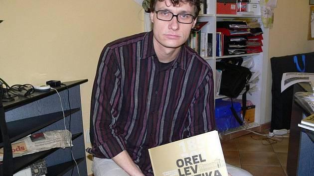 Fotograf, historik a hlavně spoluautor knihy o hranické vojenské akademii Tomáš Pospěch.