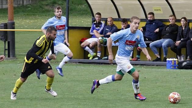 Fotbalisté SK Hranice (v modrém). Ilustrační foto