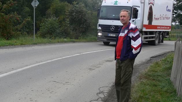 Lidé se u nás bojí přejít silnici, říká starosta Jesence.