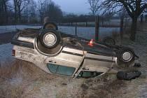 Škoda na vozidle a oplocení se vyšplhala na 50 tisíc korun.