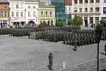 Slavnostní nástup vojáků 7.mechanizované brigády na Masarykově náměstí v Hranicích