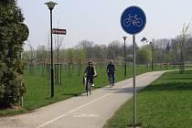 Už letos v létě se totiž dočkají dalšího zpevněného úseku na oblíbené cyklostezce Bečva, která spojuje města Přerov a Hranice.
