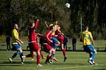 Fotbalisté TJ Sokol Ústí (v červeném) proti FK Kozlovice