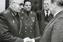 Sovětští generálové u Milouše Jakeše.