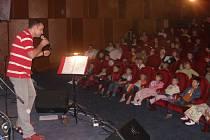 Výchovný koncert Pavla Nováka mladšího a skupiny Family provázela báječná atmosféra