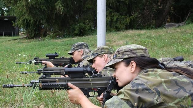 Střelkyně 7. mechanizované brigády v Hranicích.