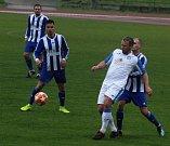 Fotbalisté Hranic proti přerovské Viktorce (v bílém)