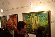Antonín Ličman, hranický rodák a malíř, vystavuje své díla a díla jeho manželky ve výstavním sále Staré radnice.