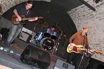 Do hranického zámeckém klubu zavítala v pátek večer irská rocková kapela The Frank And Walters.
