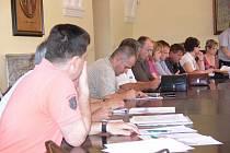V hranické zasedací místnosti proběhlo v pondělí 30. května veřejné projednávání k aktivním záplavovým zónám na Hranicku