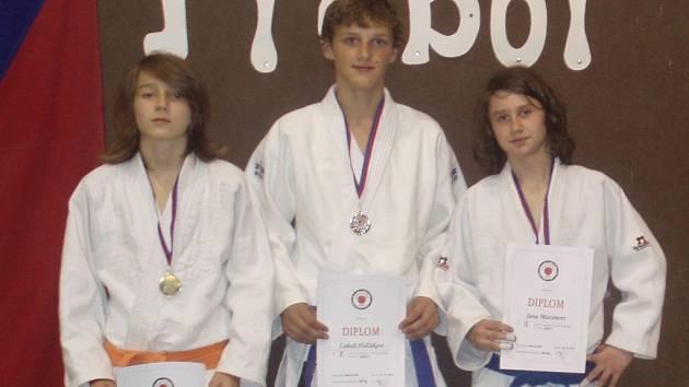 Trojice medailistů Femaxu Hranice.