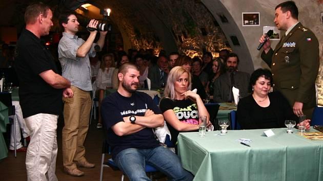 Slavnostní křest filmu o vojácích v Kosovu doprovázel program, při kterém mohli říct své i hosté akce.