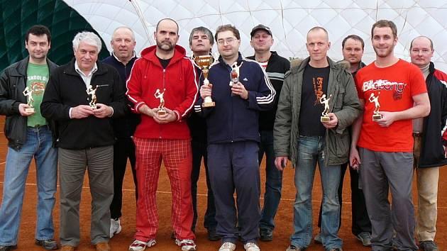 Účastníci turnaje ve Vésce.