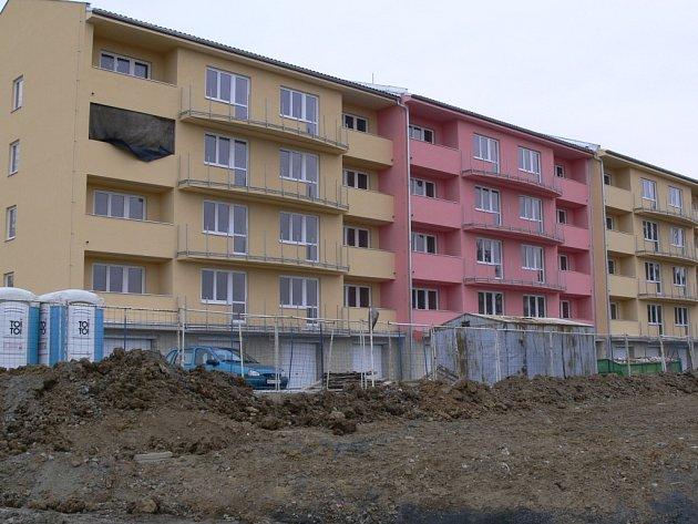 Bytové družstvo Moravská brána dostavuje  v těchto dnech dům se 44 byty.