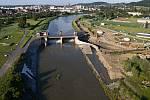 Rekonstrukce jezu v Hranicích, rozšiřuje se o jedno jezové pole a rozšíření koryta nad i pod jezem.