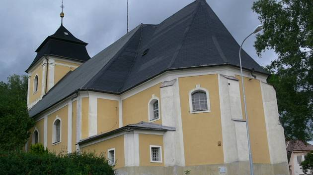 Zvenku by nikdo neohadoval, že kostel svaté Barbory je ve velmi špatném stavu.