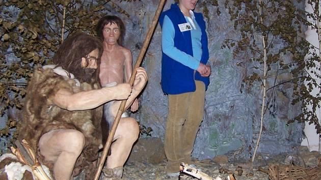 Návštěvníci stezky Po stopách lovců mamutů nahlédli do pravěku.