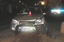 Mladík řídil se dvěma a půl promile alkoholu v krvi a havaroval v Hranicích na náměstí.