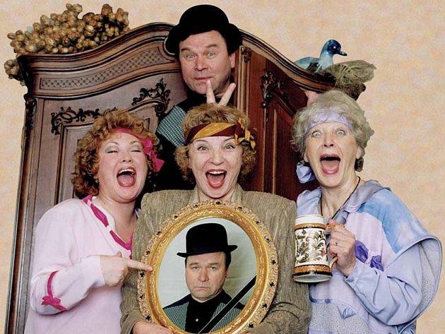 Čtveřice pražských herců se představí v hranické Sokolovně s hrůzostrašnou komedií Štika k obědu.
