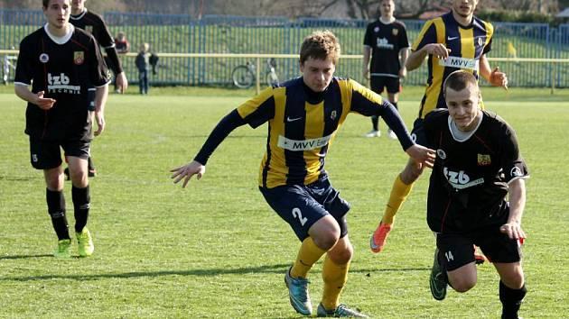 Pavel Šišlák (vlevo) dal jediný gól Hranic proti Opavě. Jeho tým hrdě bojoval, nakonec ale prohrál 2:1