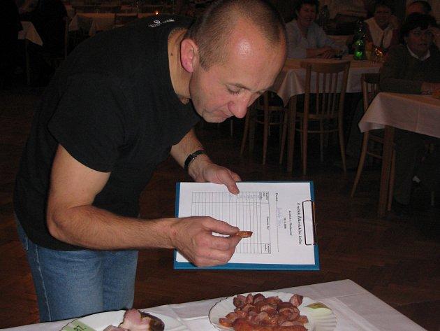 Domácí klobásy a uzené maso provoněly v sobotu kulturní dům v Žákovicích.