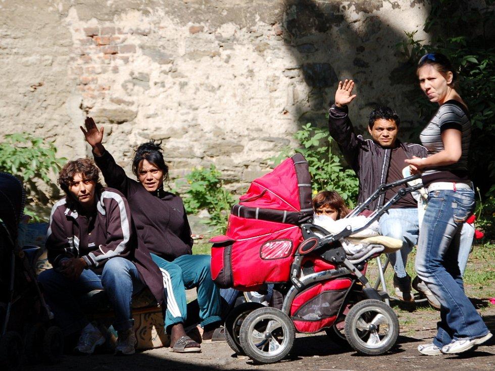 Romové neskrývali strach a rozhořčení z toho, že se musí v sobotu před radikály ukrývat. Mnohé z nich prý už hra na schovávanou přestala bavit.